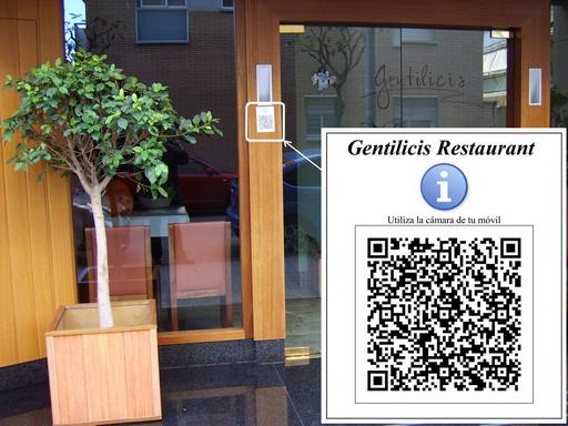 Código QR en la puerta de la entrada del Gentilicis