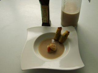 Vieira perfumada con P.X. , acompañada de crema de castañas, canelón de lamina de  manzana y patata rellena de morcilla