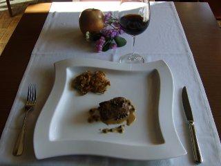 Solomillo de buey a la pimienta verde acompañado de alcachofas fritas