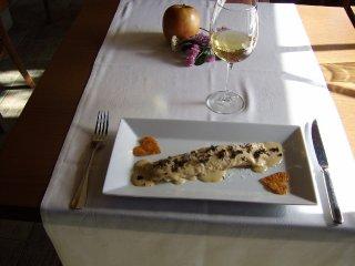 Canelón relleno de boletus y virutas de jamón. Cubierto de besamel, queso parmesano y ralladura de trufa (San Valentín 2011)