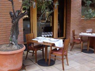 Puerta de entrada al restaurante desde la terraza